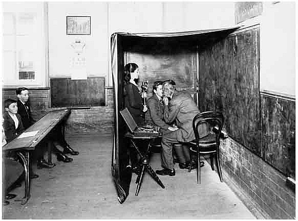 Eye examination at School Travelling Ophthalmic Clinic, c.1914. Digital ID 4880_a004_a004000011r