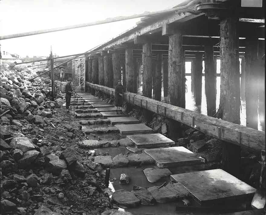 Construction of 'rat proof' wharves at Darling Harbour, nd. Digital ID 9856_a017_A017000004