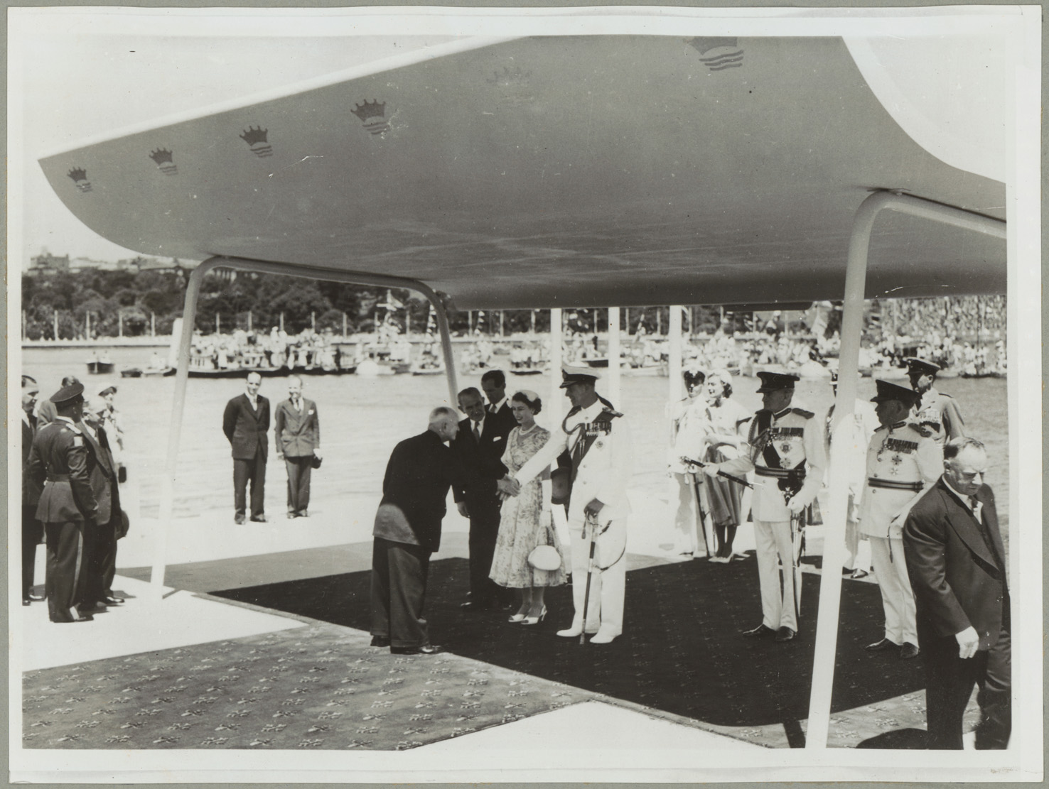 Fig. 22: Queen Elizabeth II and the Duke of Edinburgh are greeted upon arrival at Farm Cove, Sydney for the Royal Visit, 1954. NRS 4349, digital ID: 4349_a049_000005