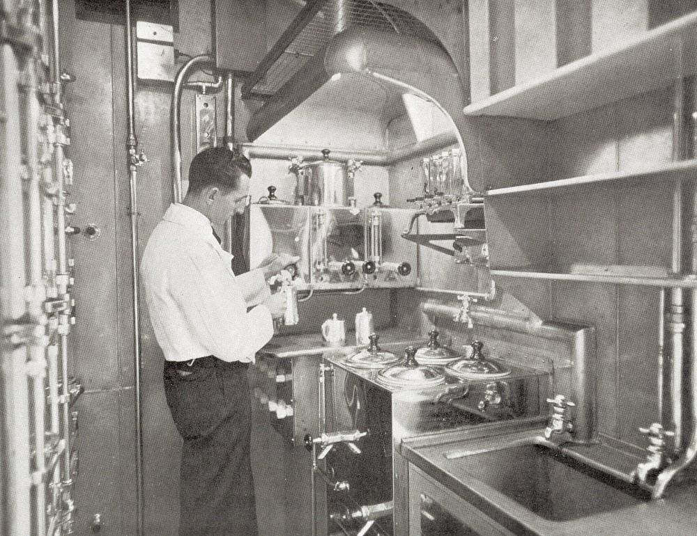 The first all electric train buffet kitchen operating in Australia began in 1937 with the Silver Comet service. It contained a refrigerator, ice cream machine, cold milk container, cooking appliances and storage cupboards All gleaming stainless steel
