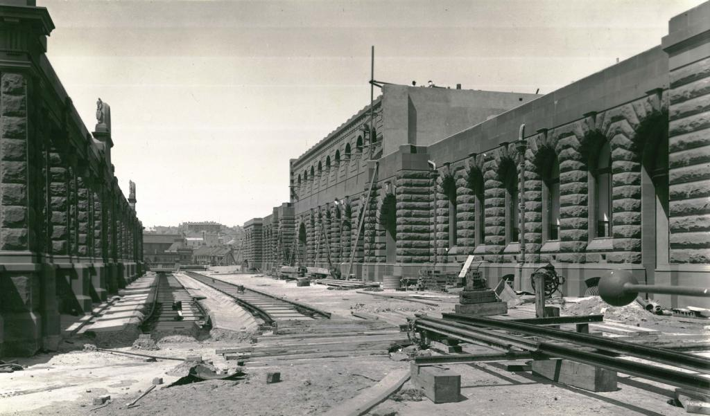 Construction work on new Central Railway Station, c.1905. Digital ID 17420_a014_a014000267